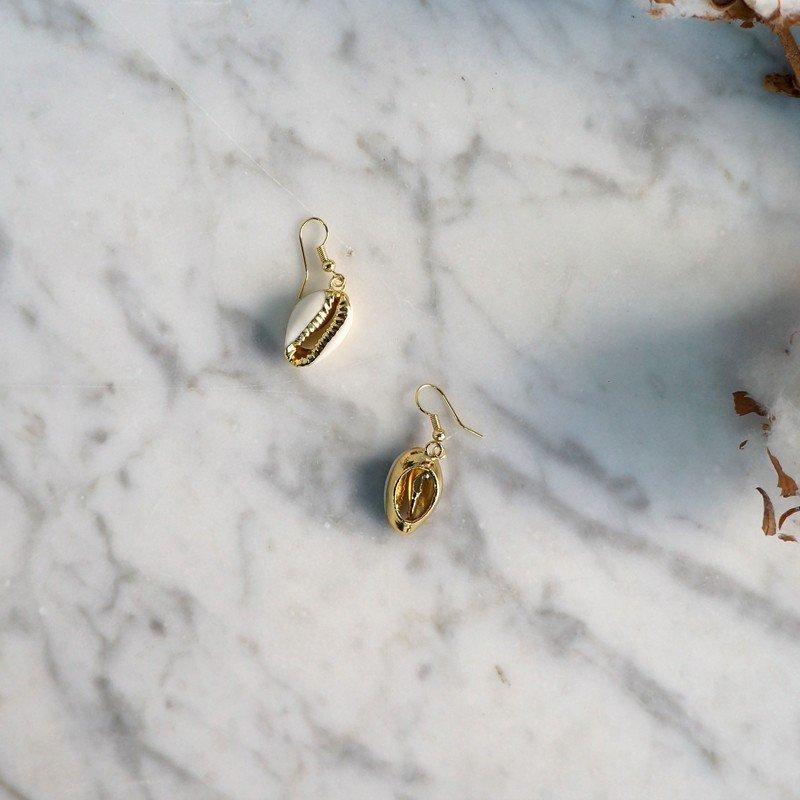 Pendientes concha plata bañada en oro